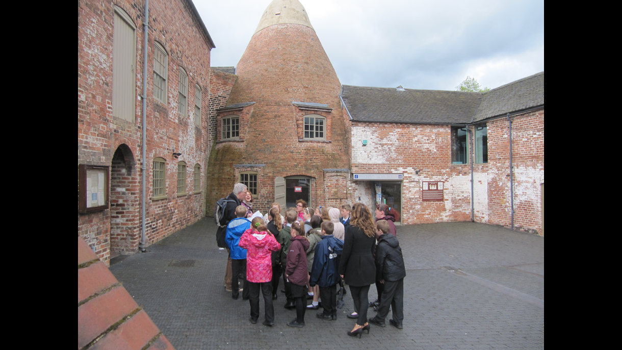 Woodville School at Sharpe's Pottery